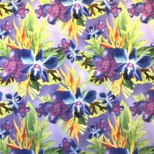 Blålilla blomster på violet bund